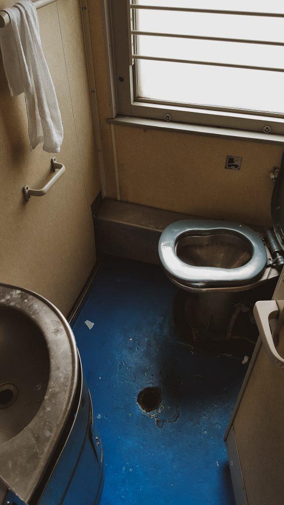 Sanitäranlagen in der Transsibirischen Eisenbahn.